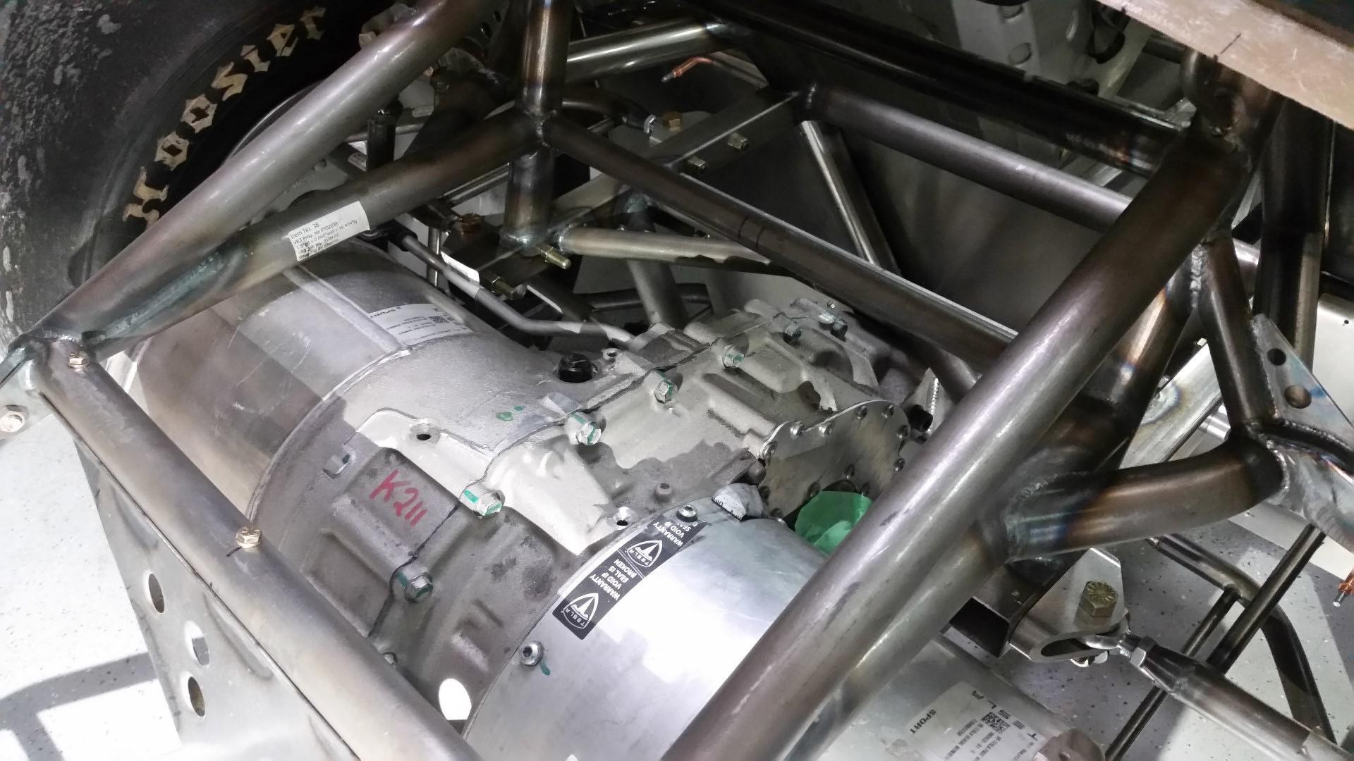 le-grand-changement-moteur-de-tesla-dans-une-cobra-150-3.jpg