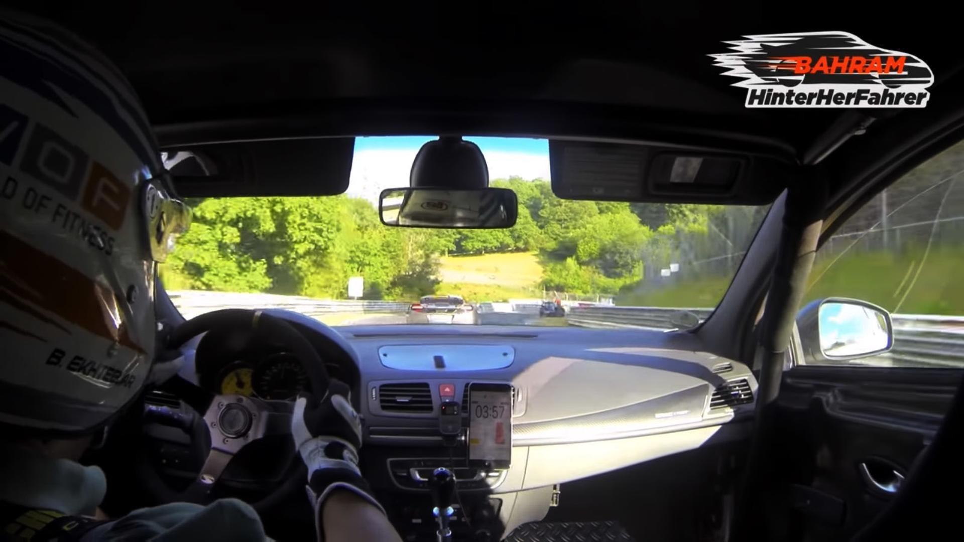 Renault Mégane R.S. prend en chasse une McLaren MP4-12C ?