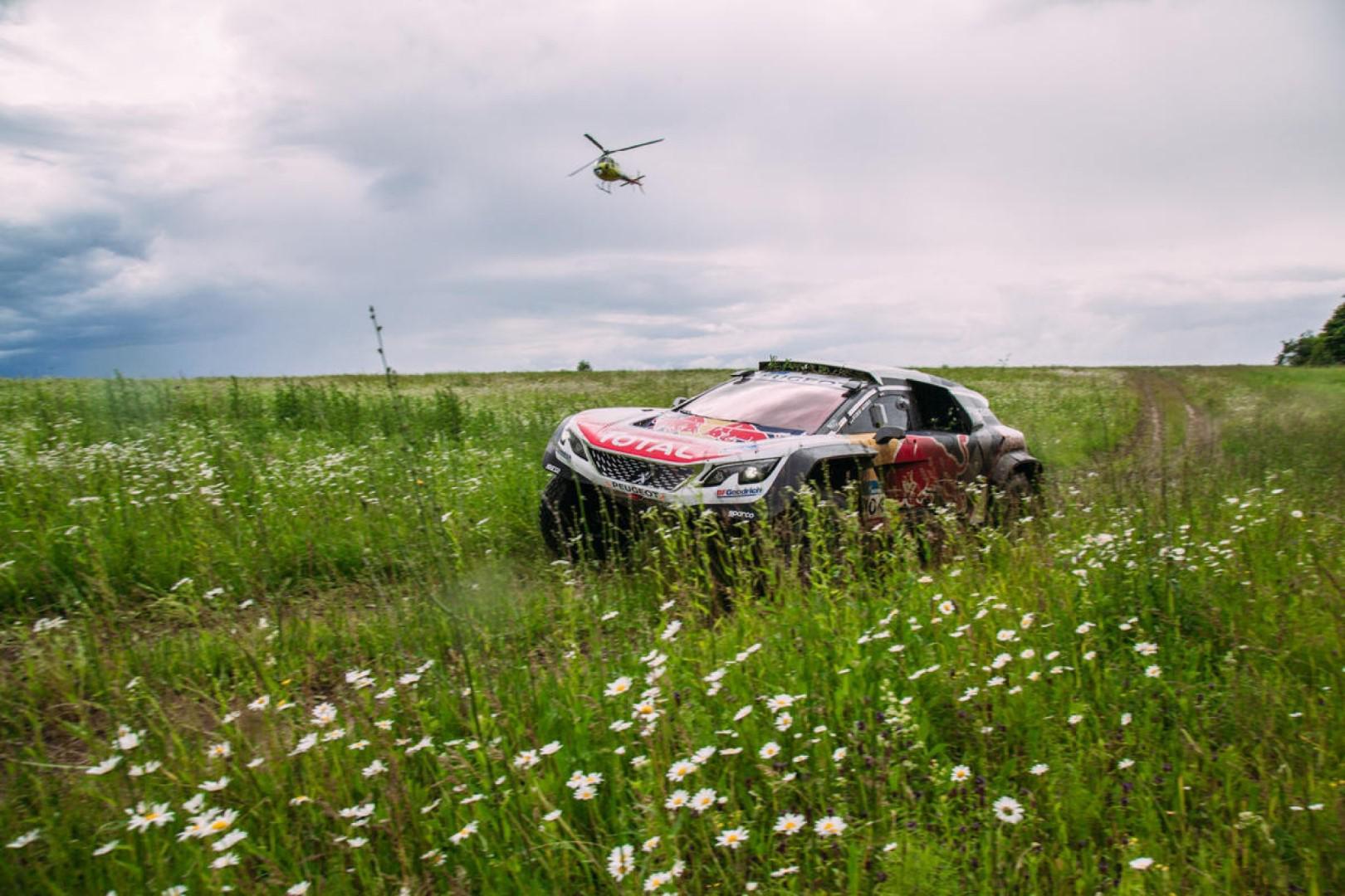 Sébastien Loeb et Martin Kolomy premiers leaders du Silk Way Rally au terme de la première étape