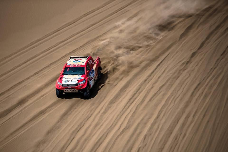 silkway-rally-sebastien-loeb-perd-la-tete-de-la-course-375-2.jpg