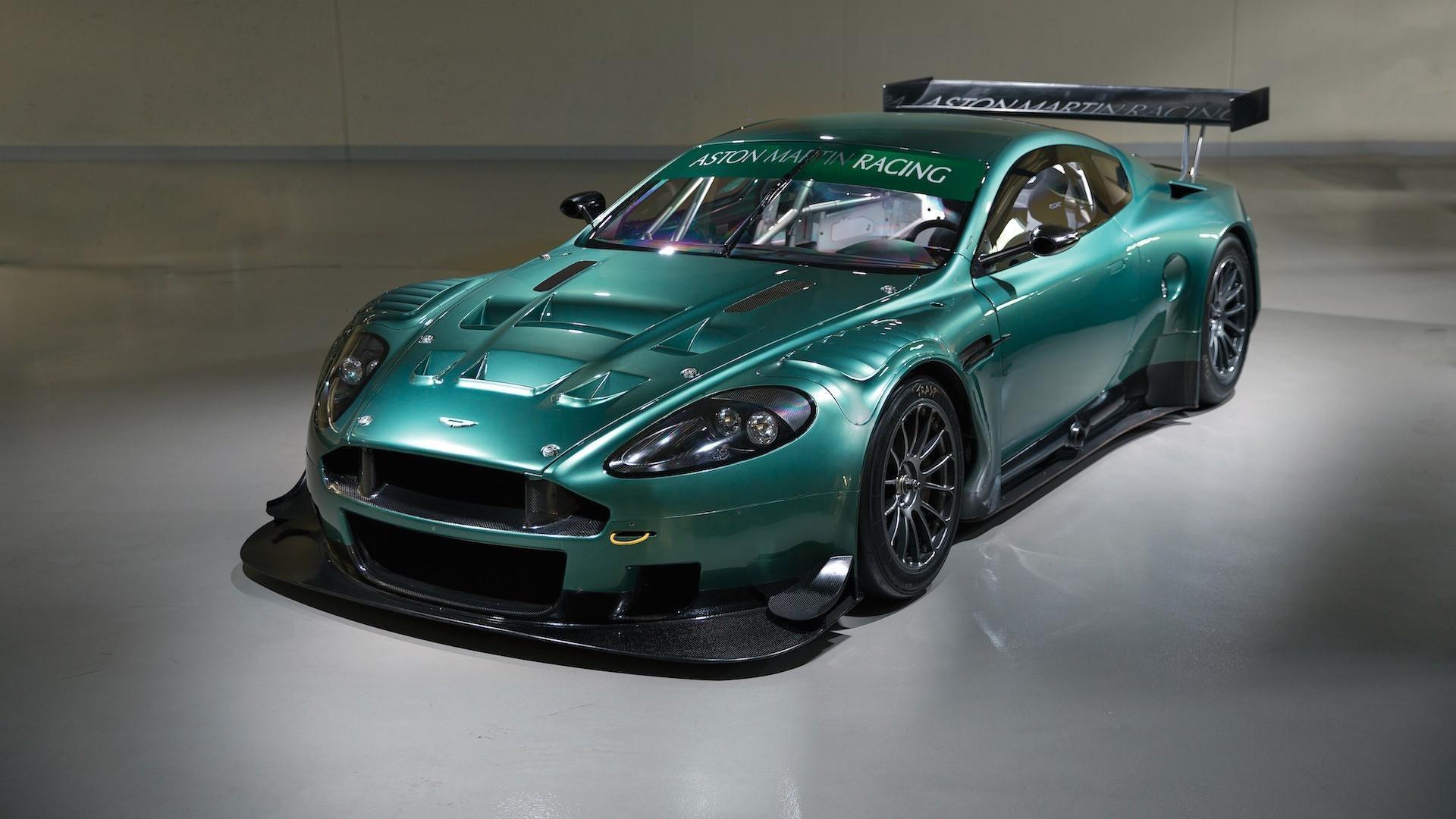 Aston Martin DBR9 au son diabolique et à la maîtrise du STIG parfaite !