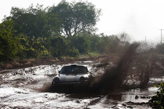 tundo-et-jackson-partagent-la-victoire-du-rallye-safari-classique-2017-478-6.jpg