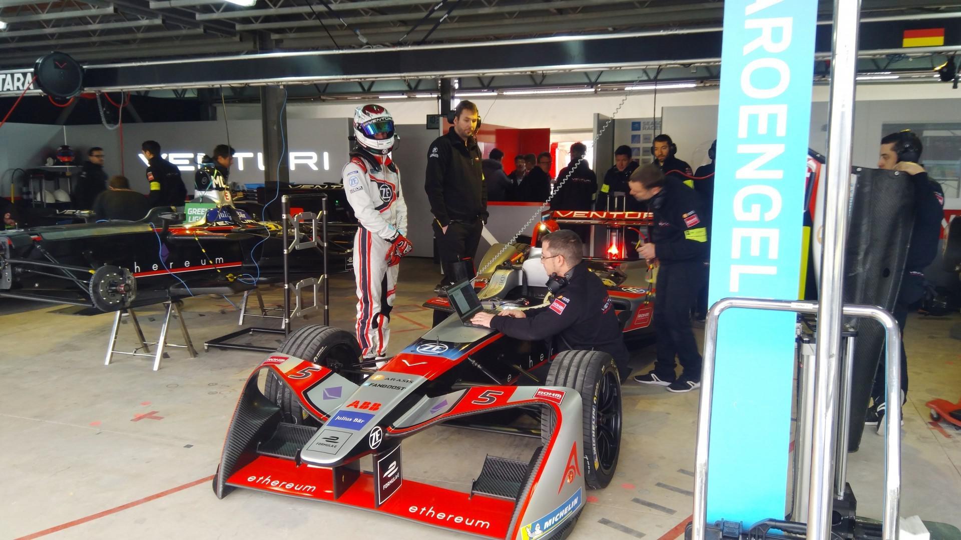 Le pilote Marocain Benyahia dernier lors des Rookies test de Formula E à Marrakech…