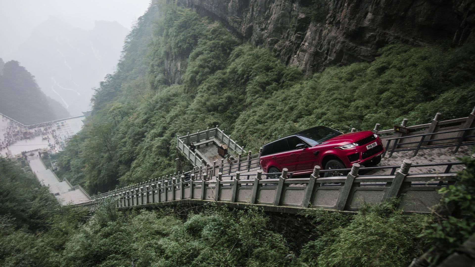 Incroyable record: 999 marches à 45° en Land Rover Sport P400e