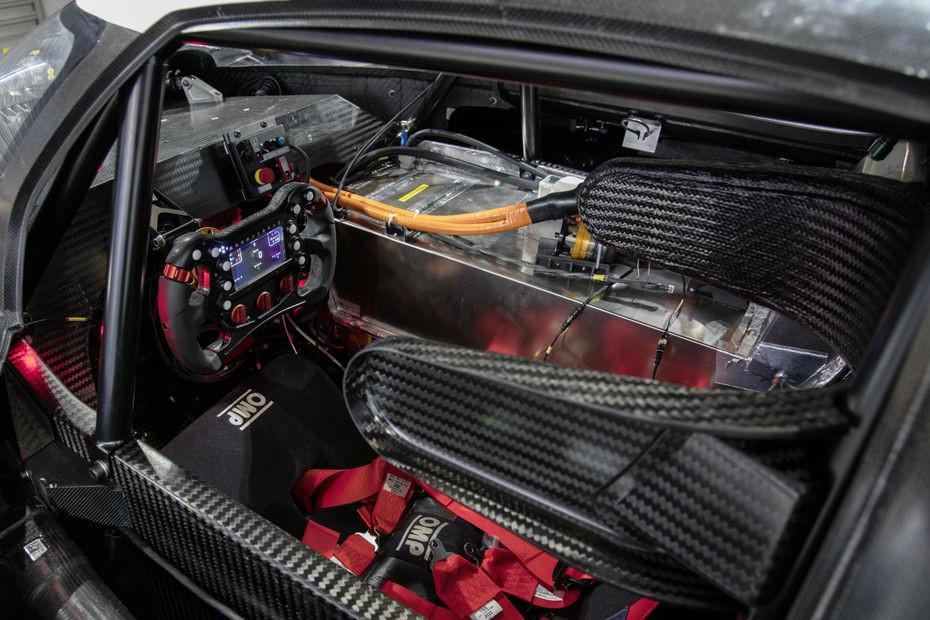 volkswagen-a-devoile-son-vehicule-de-course-electrique-i-d-r-pikes-peak-de-680-ch-758-2.jpg