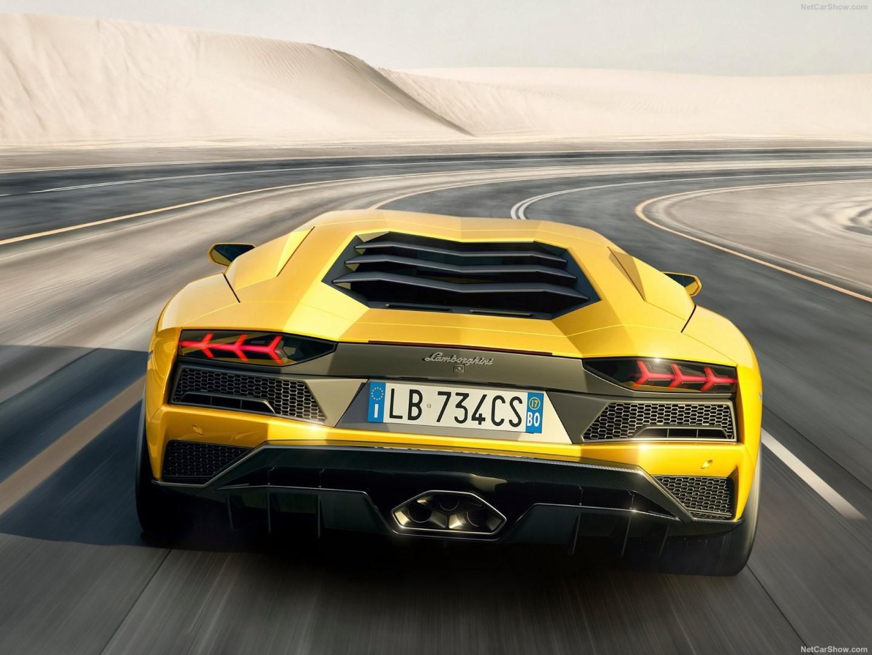 Voiture de sport: Le Top 5 des voitures qui consommentbeaucoup d'essence !