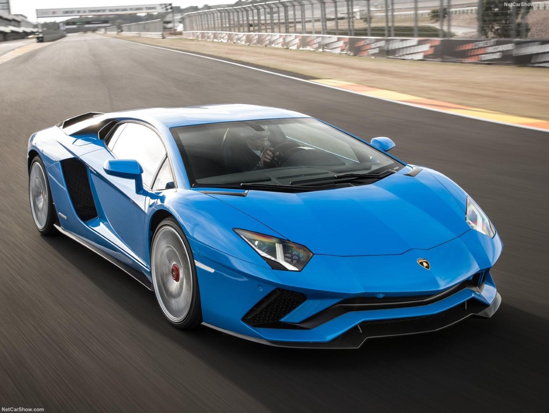 voiture-de-sport-le-top-5-des-voitures-qui-consomment-beaucoup-d-essence-804-1.jpg