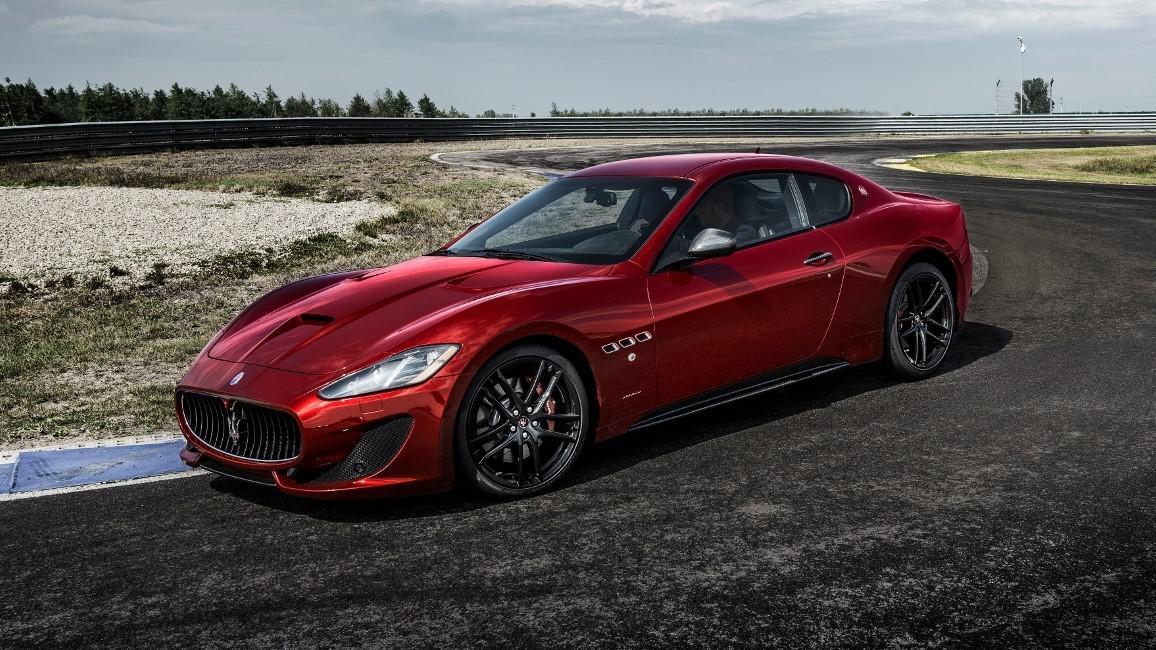 voiture-de-sport-le-top-5-des-voitures-qui-consomment-beaucoup-d-essence-804-4.jpg