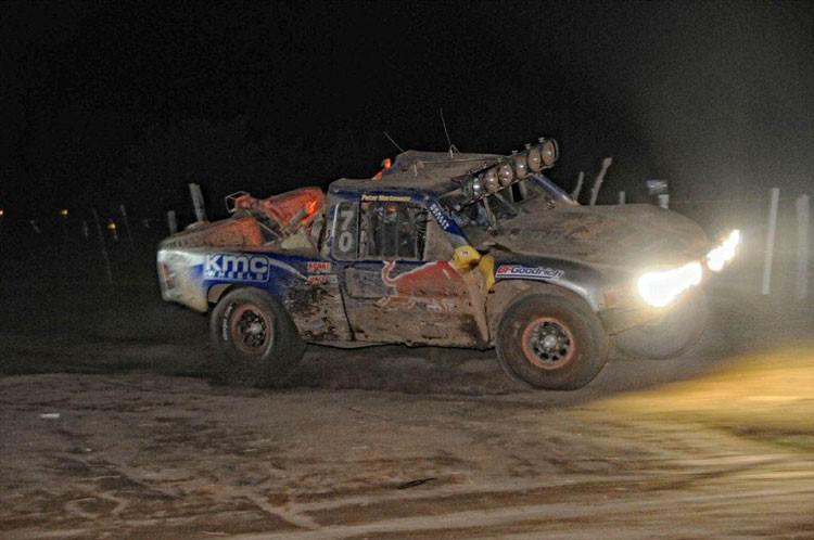 cameron-steele-en-trophy-truck-et-justin-morgan-en-moto-remportent-la-51-eme-baja-1000-920-1.jpg