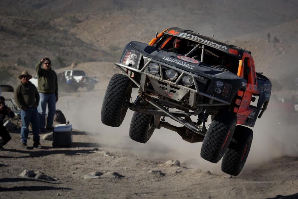 cameron-steele-en-trophy-truck-et-justin-morgan-en-moto-remportent-la-51-eme-baja-1000-920-2.jpg