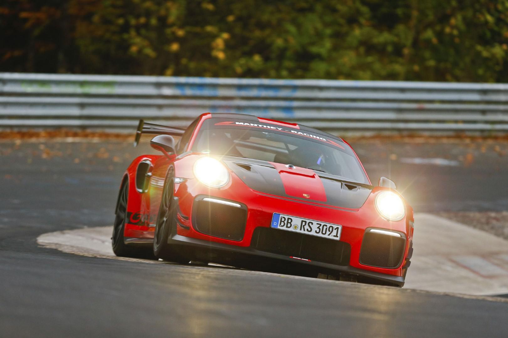 video-porsche-911-gt2-rs-mr-la-nouvelle-reine-du-ring-du-nuerburgring-907-1.jpg