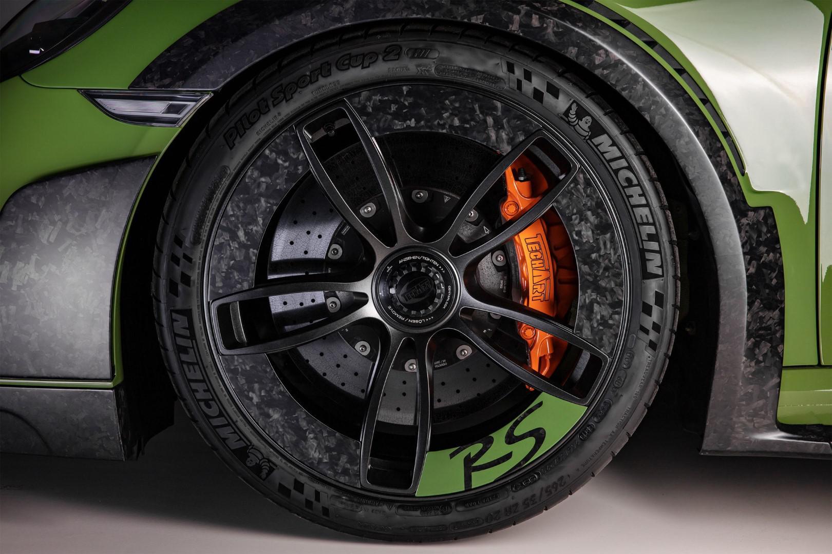 10-exemplaires-seulement-porsche-911-turbo-s-gtstreet-rs-by-techart-1049-8.jpg