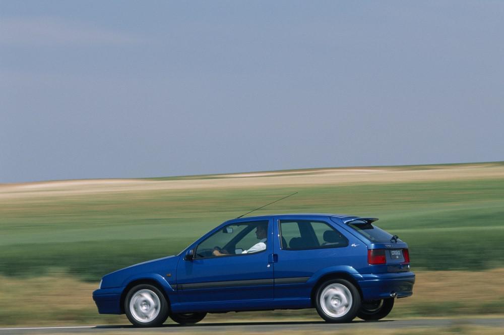 ces-voitures-de-sport-qui-ont-aujourd-hui-25-ans-992-1.jpg