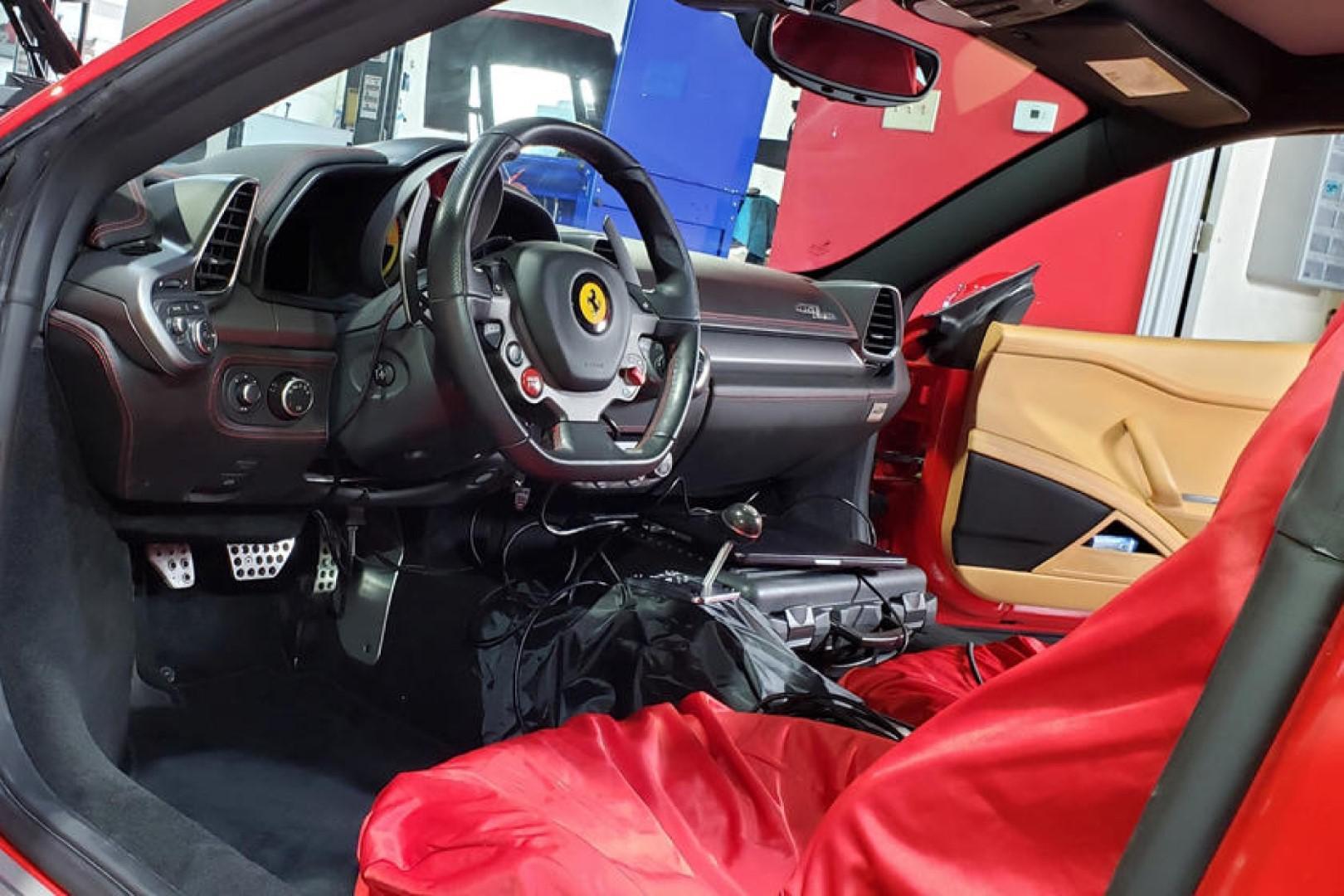 Vidéo: Ferrari 458 Italia en boîte manuelle ?
