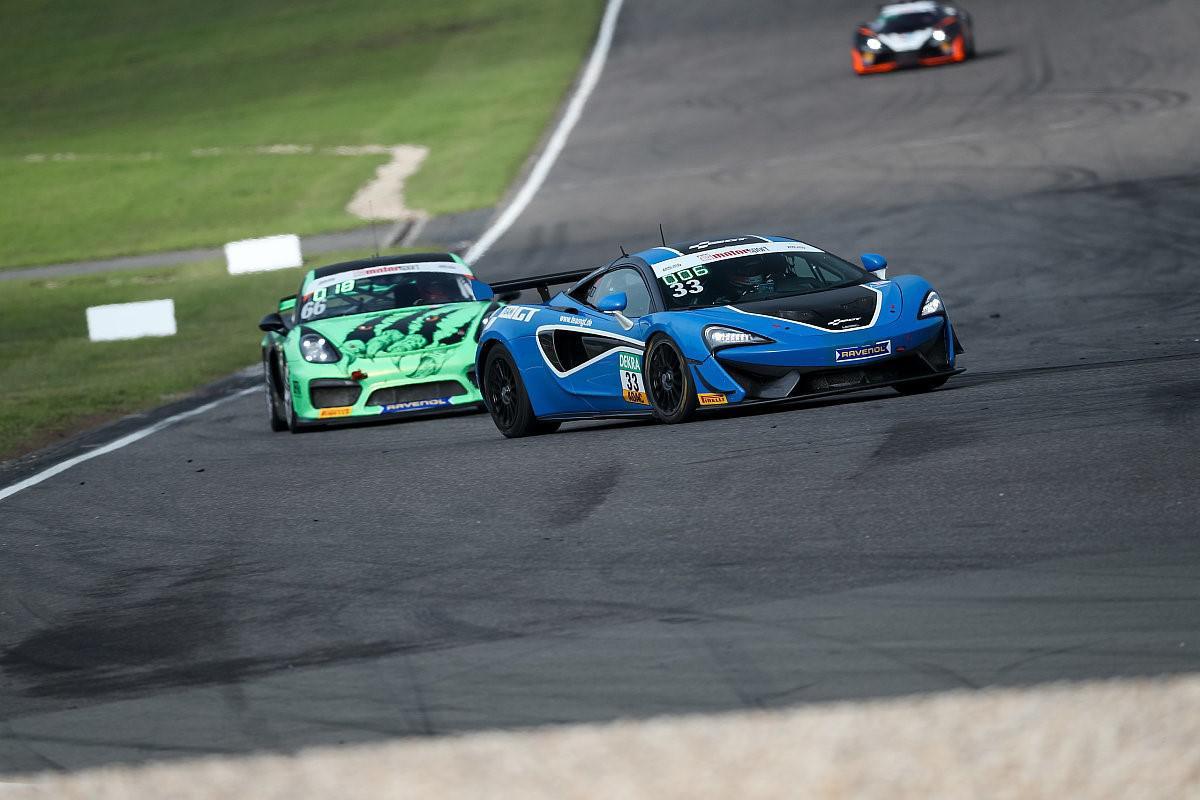 le-pilote-marocain-benyahia-signe-sa-1ere-victoire-en-gt4-sur-le-circuit-nurburgring-en-allemagne-1111-1.jpg