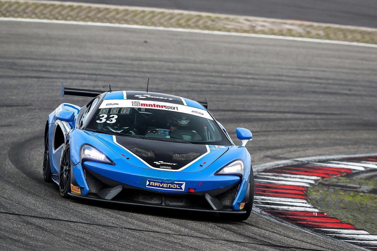le-pilote-marocain-benyahia-signe-sa-1ere-victoire-en-gt4-sur-le-circuit-nurburgring-en-allemagne-1111-2.jpg