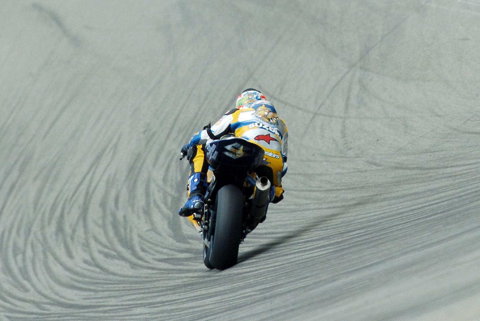 pirelli-fournisseur-officiel-pour-toutes-les-categories-du-championnat-du-monde-fim-superbike-jusqu-en-2023-1142-6.jpg