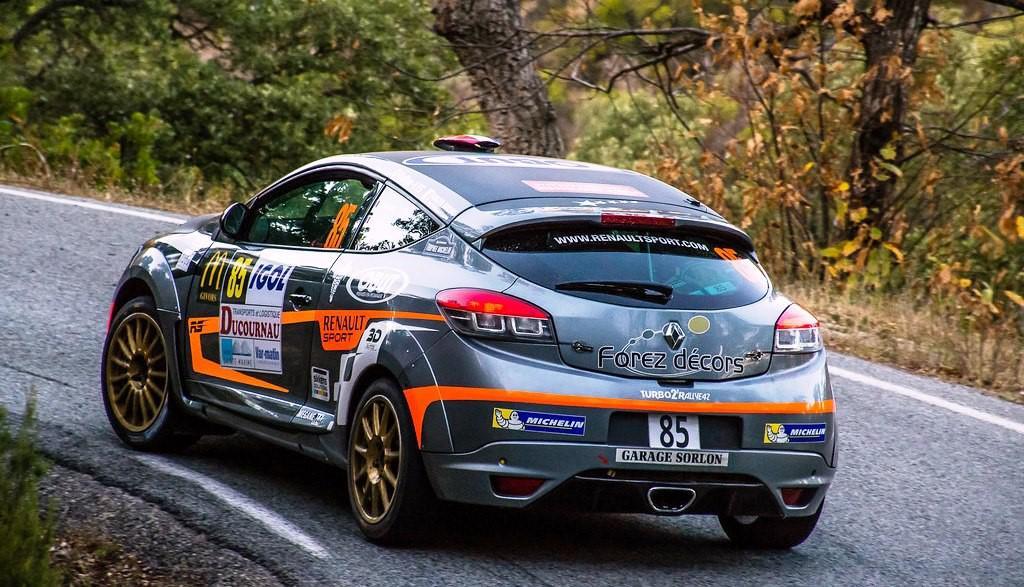 preparer-une-voiture-pour-la-course-au-maroc-1255-89.jpg