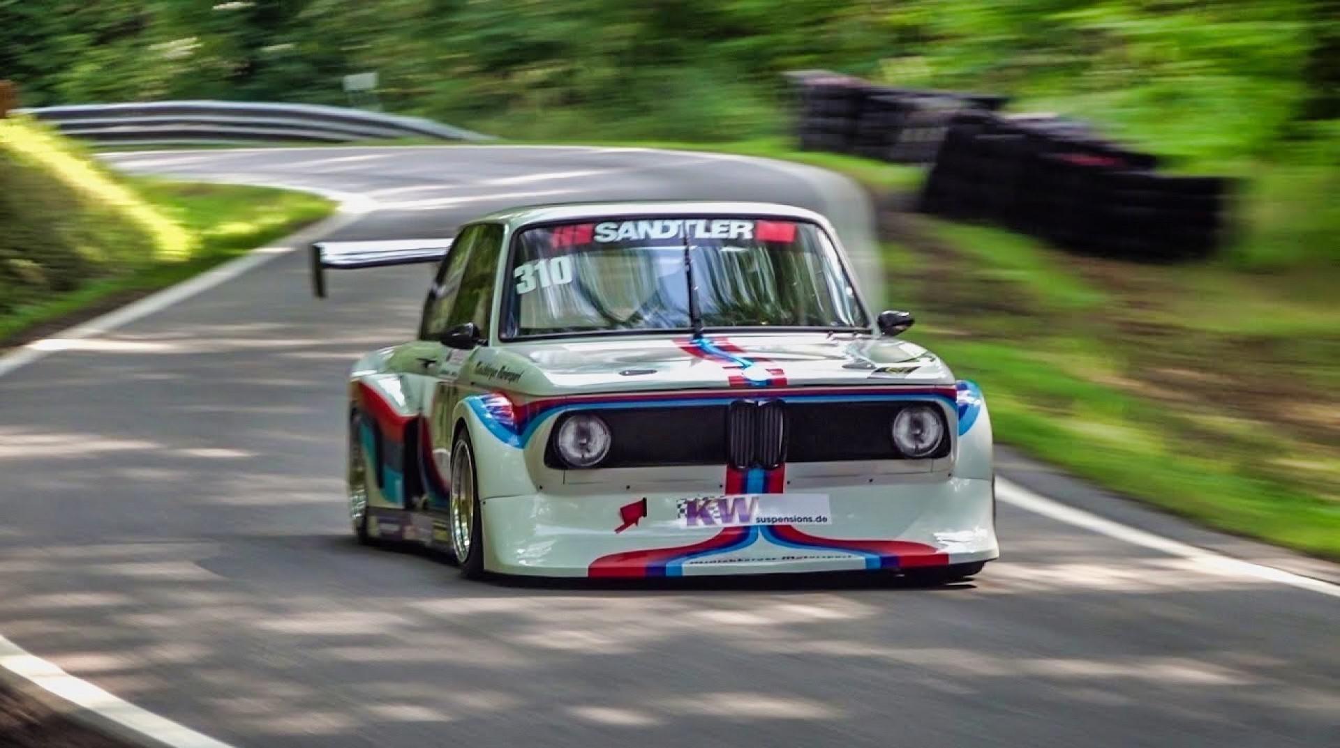 Une BMW 2002 avec moteur de Formule 2 en course de côte !