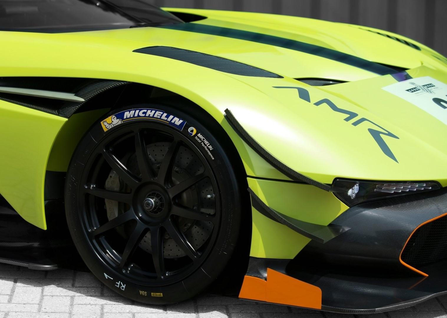 la-voiture-de-piste-la-plus-extreme-au-monde-aston-martin-vulcan-amr-pro-1308-10.jpg