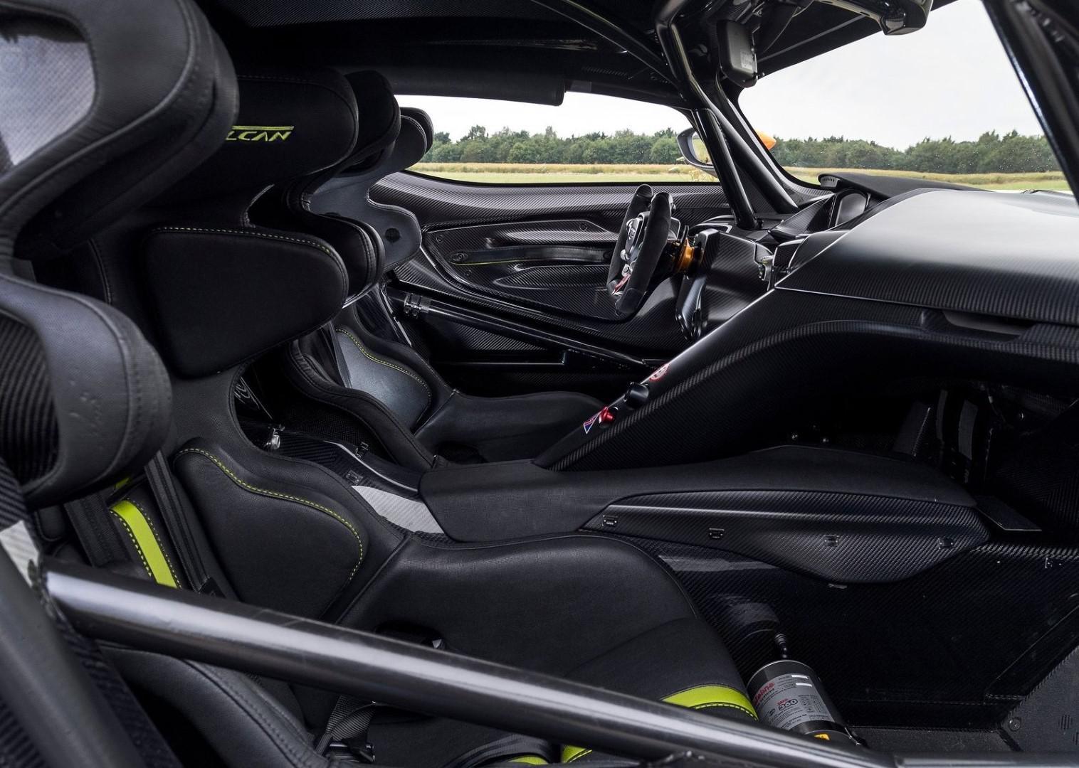 la-voiture-de-piste-la-plus-extreme-au-monde-aston-martin-vulcan-amr-pro-1308-2.jpg