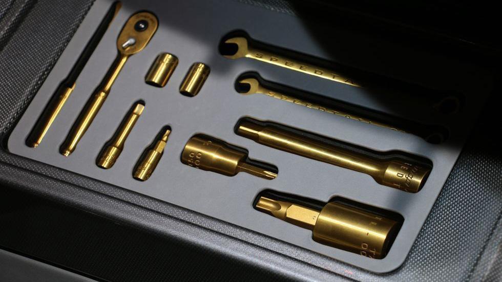 les-petits-details-pratiques-dans-les-supercars-1319-5.jpg