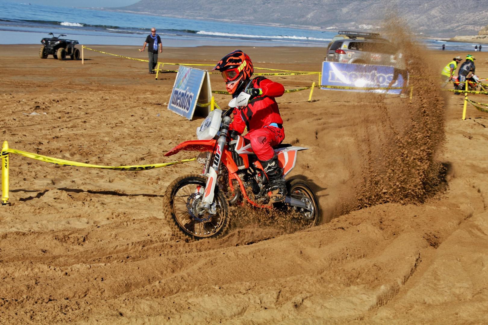 la-plage-d-imi-ouaddar-a-ronronne-durant-la-8eme-edition-de-la-beach-race-paradis-plage-1382-14.jpg