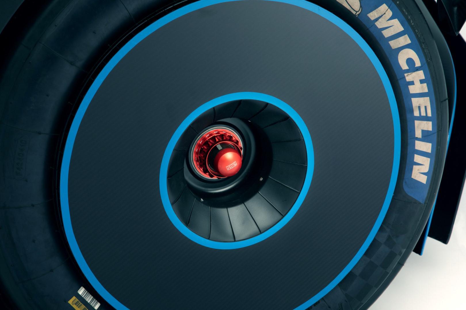 bugatti-imprime-la-perfection-au-dixieme-de-millimetre-1423-4.jpg