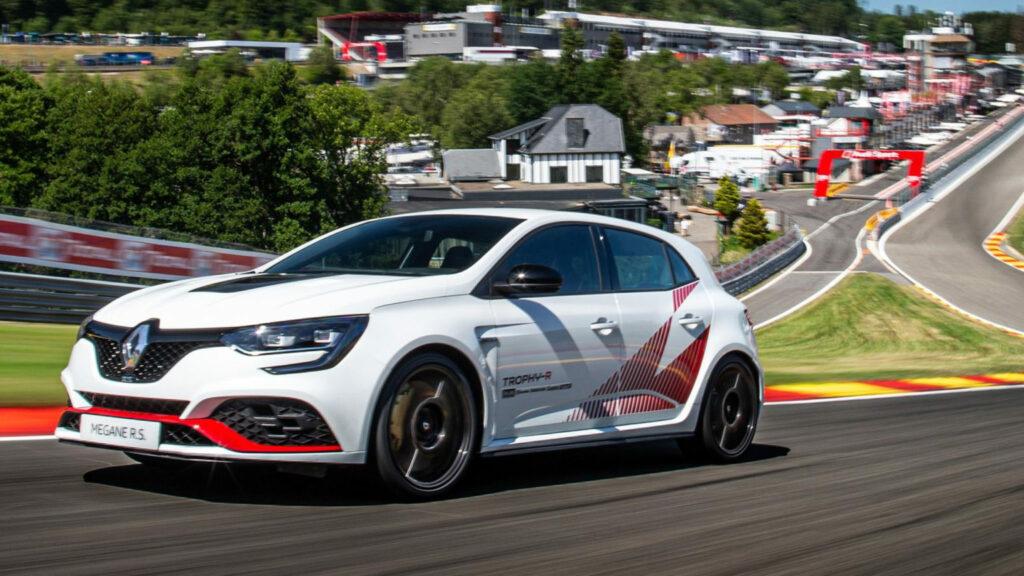 9-Renault-MEGANE_RS-TROPHY-R-1536x864-1-1024x576.jpg